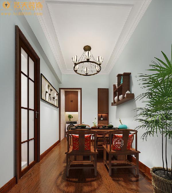茶室将古典语言以现代手法诠释,注入中式的风雅意境,使空间散发着淡然悠远的人文气韵,才担得起富有底蕴的茶文化。