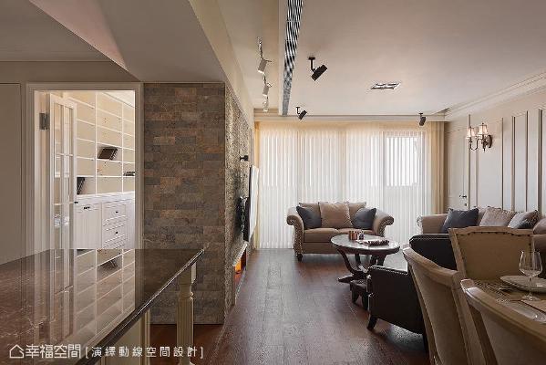 电视墙后方空间规划为书房,入口墙面以天然石材雕琢出转角线条,吧台台面则选用复古面天然大理石,呈现出精湛的石材工艺。