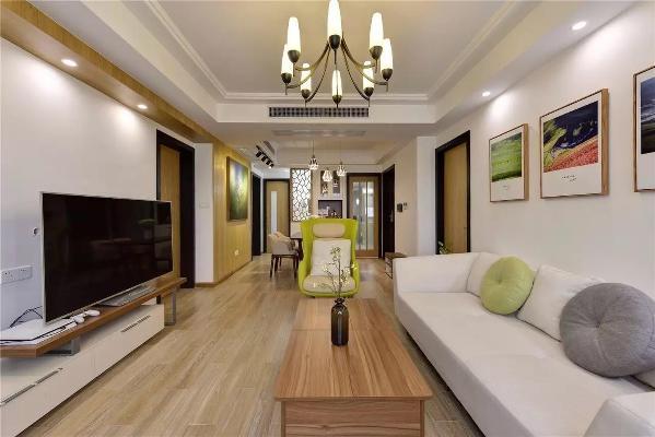 地面采用温润的木色地板,顶面刷成白色乳胶漆,墙面则是木色+白色乳胶漆结合,再加上浅色、木色、绿色等的软装搭配,这些色彩的变化带来丰富的层次感