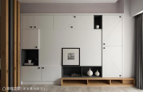 黑白错落的柜体,勾勒对角线条使立面更为生动,而木质语汇的加入,则替空间成功挹注了温馨氛围。