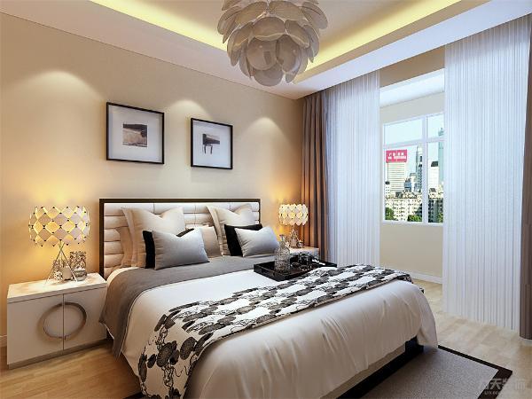 主卧室阳台定制衣柜,顶面采用回字型石膏板吊顶,地面通铺复合地板,次卧室地面通铺复合地板