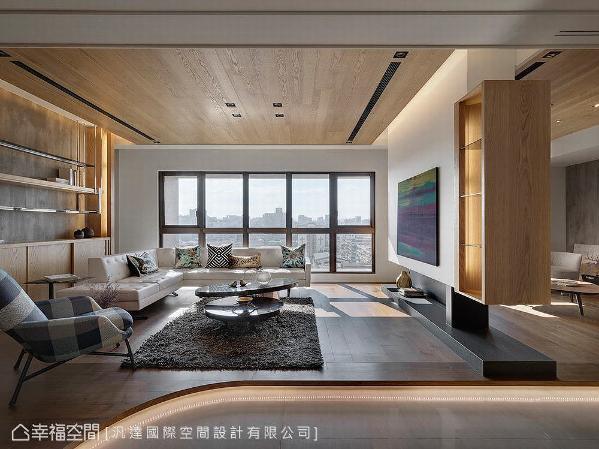 整体布局以开阔形式呈现敞朗意象,完美演绎屋主两人的待客之道,空间并使用钢刷橡木为基调,结合简洁利落的线条做铺述,形塑现代感与温润的空间暖意。