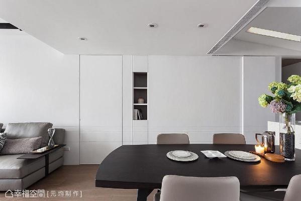 利用富有质感层次的白为基底,全室以无把手设计为日后新成员的加入完美铺陈,打造质感洁净的居家面貌。