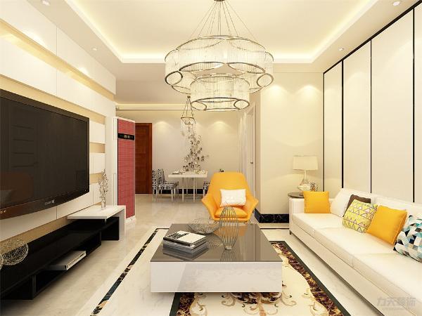 客厅作为待客区域,选择米白色布艺沙发,与米白色的地板相呼应,而沙发上的抱枕为暖黄色,更显格外的温馨与舒适,加上黑色的电视与电视柜,使视觉上更具层次感,色彩也更加丰富。