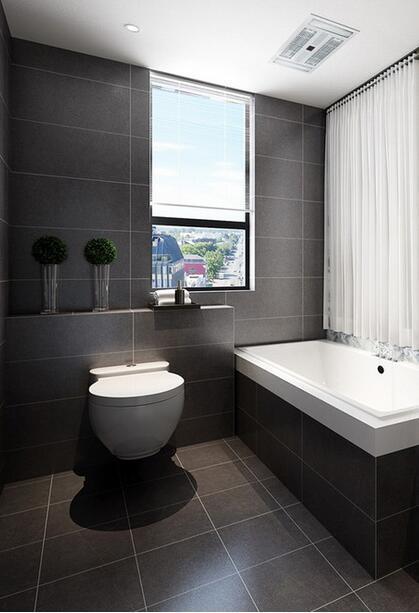 【中建南湖壹号-卫生间】浴室中地面与墙面统一采用黑色,铺贴出黑色时尚,武汉装修白色的浴缸和盥洗台简单大气。