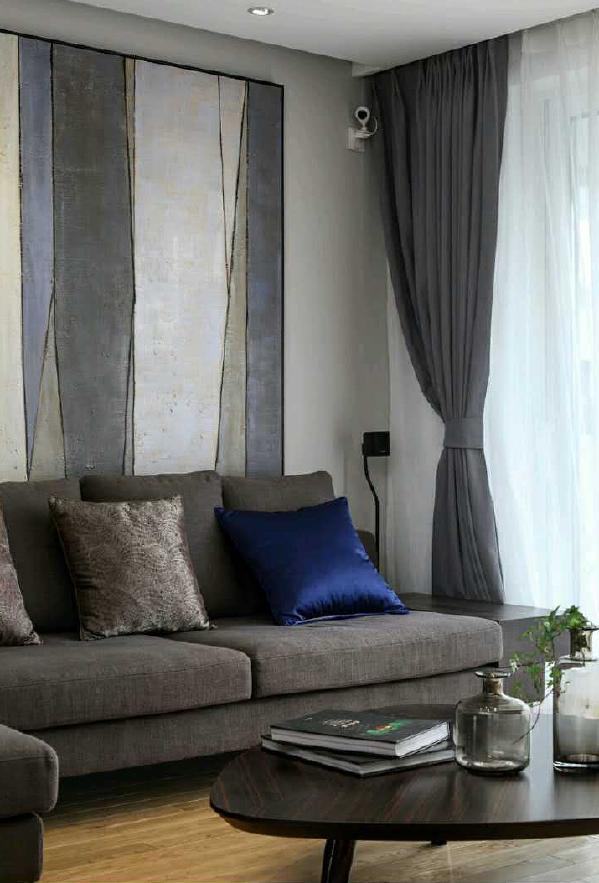 墙面灰色调,调和整体空间软装。