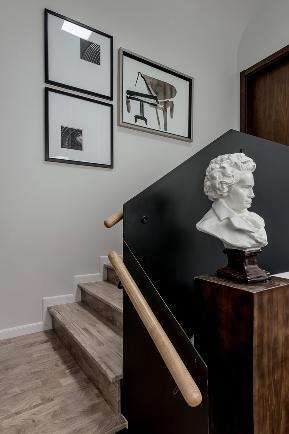 别墅 简约 楼梯图片来自谢辉室内定制设计服务机构在稳稳的幸福的分享
