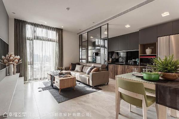 设计师叶佳奇以「开放敞朗」的形式,连结客餐厅与厨房机能,并透过落地玻璃援引暖阳入内。
