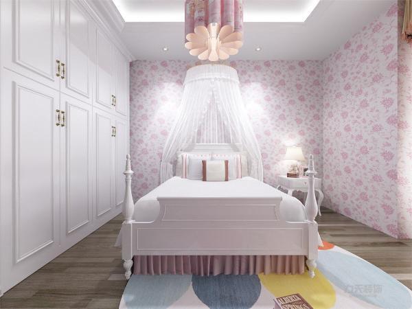 主卧左边是次卧,相对较小,采光一般,该户型设有单独的书房,在两间卧室的上方,采光一般,比较清静,书房的左右两边各有一个卫生间,右边的卫生间相对较大,适合做个浴缸,左侧的小卫生间干湿分离