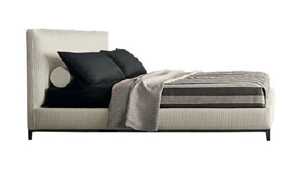 【床品品牌·MINOTTI】   业主夫妇为了这个床特意花时间精心挑选可以搭配的床品,一起布置新家的时光正是幸福生活的美好写照,也是我们一直推崇的设计理念:坚持做有爱有温度的设计。