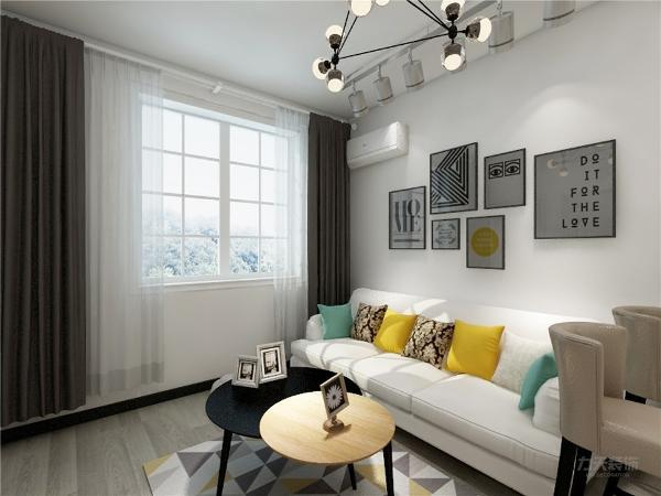 沙发背景墙随意挂画处理设计,美观好看相当棒,与空间整体搭配,简约时尚,吊顶的设计很简单,没有太多的造型,沙发的选择为布艺沙发,突显出整体的设计简约舒适