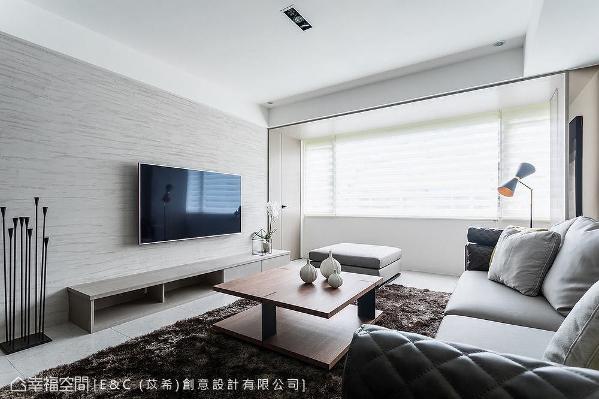 电视墙使用意大利特殊涂料,不但无毒、天然环保,还具有调节湿气的功能。