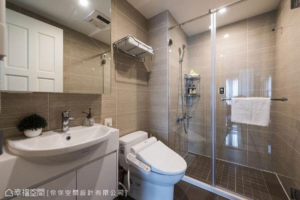 干湿分离的卫浴空间具备精品饭店质感,其全自动计算机马桶的规划更是贴心家中的长者。