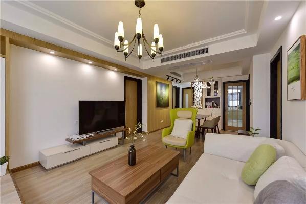地面采用温润的木色地板,顶面刷成白色乳胶漆,墙面则是木色+白色乳胶漆结合,再加上浅色、木色、绿色等的软装搭配,这些色彩的变化带来丰富的层次感 ;