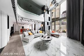 跃层 现代 旧房改造 客厅图片来自幸福空间在市中心旧楼变身317平纽约艺术宅的分享