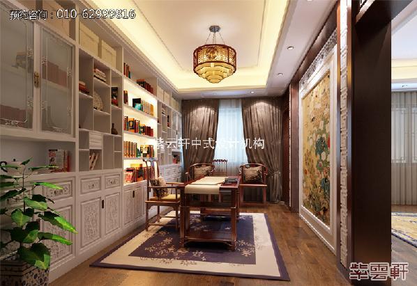 主卧内的书房,简单的纹理铺垫,是中式的自然感,彰显出中式深厚的文化底蕴,案几方正的线条走向带来了硬朗的线条感。