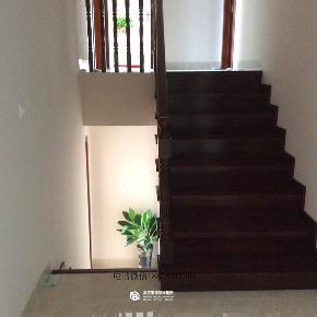 简约 现代风格 完工实景图 澜湾九里 楼梯图片来自广西品匠装饰集团在澜湾九里三错层现代风格完工实景的分享