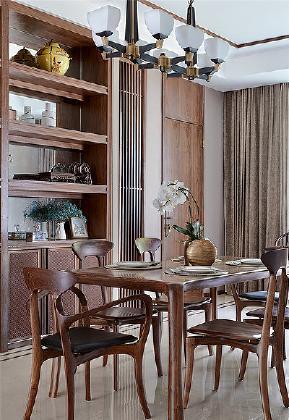 餐厅图片来自家装大管家在168平新中式4居 温馨轻松风情的分享