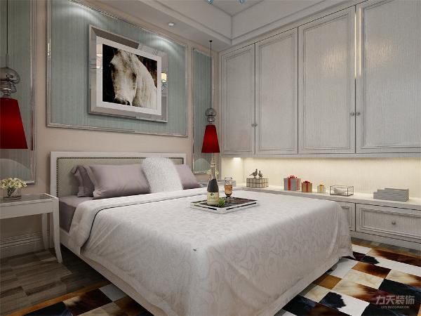 主卧采用复合木地板,有飘窗,,整体家具颜色平和跳跃较小,使整体休息环境更为舒适;次卧阳光充足,地面采用复合木地板,顶面为石膏板吊平顶,整个空间颜色搭配恰当舒适