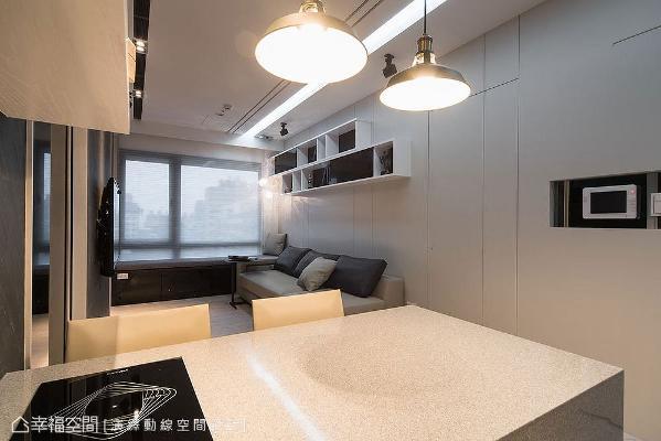 以人造石打造出多功能餐桌,台面嵌入电陶炉形成轻食吧台区,平时是用餐或上网的地方,也能变成聚会聊天的社交角落。