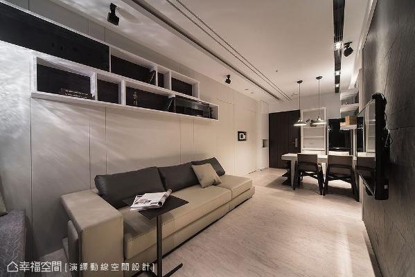 天花板拉出黑白造型灯带,与黑白配色吊柜形成横向线条,辅以沙发墙和电视墙上的直线条,令水平和垂直视觉达到平衡。