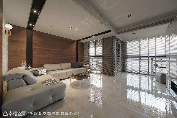李千惠设计师将客厅设置在内部的内凹区域,突破以往制式的空间思维,为生活带来不一样的体验。