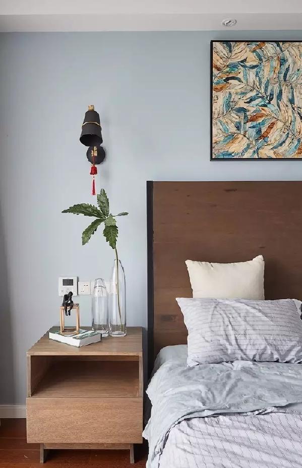 铁艺质感的床头灯,搭配效果显得格外的档次;