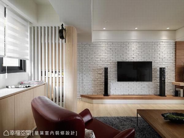 以砖形墙作为电视墙基底,利用灰白色视感创造简约清爽氛围。