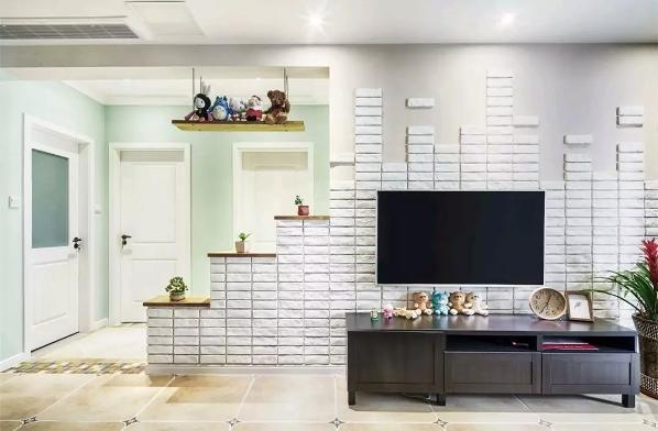 电视墙在铺上独特的文化砖的同时,还以梯状的造型做了几个摆台,摆上小绿植或装饰品,整个电视墙都充满了惬意清新的气息;