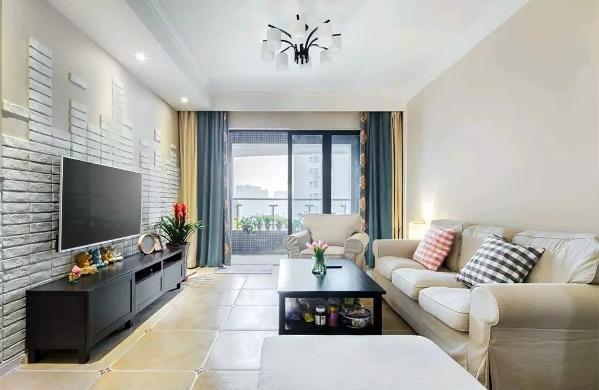 客厅以浅色复古砖铺设地面,现代美式的布艺沙发、黑檀木的茶几与电视柜,在独特文化砖电视墙的搭配下,显得格外的独特精致;