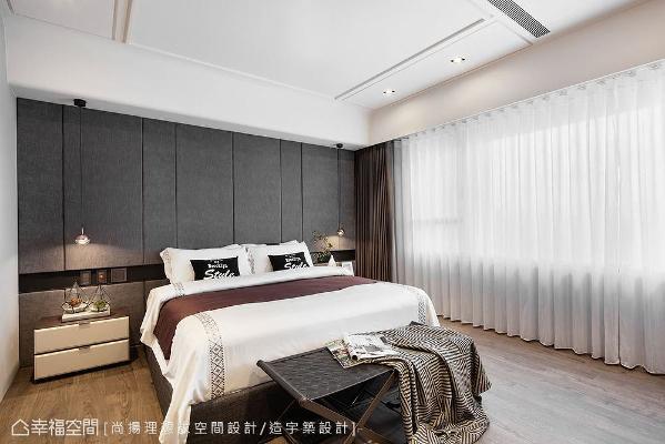 以绷布床头墙消弭梁线,让床位避开横梁;加入铁件形成腰带造型,划分出长条状开关插座区。