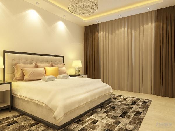卧室地面也是采用的800*800地砖,整个空间的地面都是采用地砖通铺,地砖的导热性能比较好,墙面采用白色乳胶漆,方便收拾又很美观。