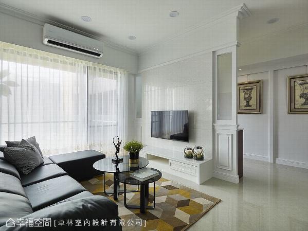 卓林设计以充满层次的动线循序铺排,打开全屋明亮视角,也为空间争取舒适清爽的腹地。