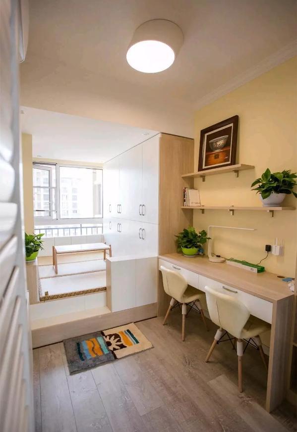 书房,满足了双人位的办公需求,同时也兼具了储物及客卧的功能;