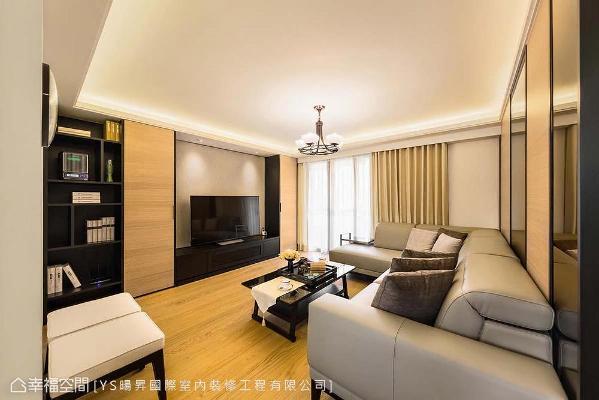 采深浅木皮与壁纸安排电视墙,并将电箱藏于主墙后方空间,维持立面简约清爽样貌。