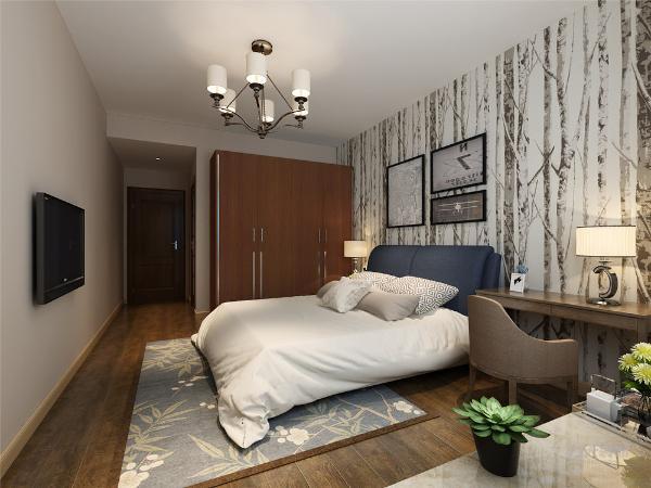 主卧面积宽敞,显得很亮丽。卧室地面采用强化复合地板