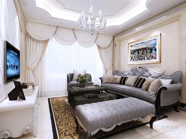 客厅的电视背景墙用大理石材质做的造型,沙发背景墙用大理石和银色镜面玻璃做的造型,在背景墙上放了一张画做装饰。客厅吊顶用石膏线做的造型。