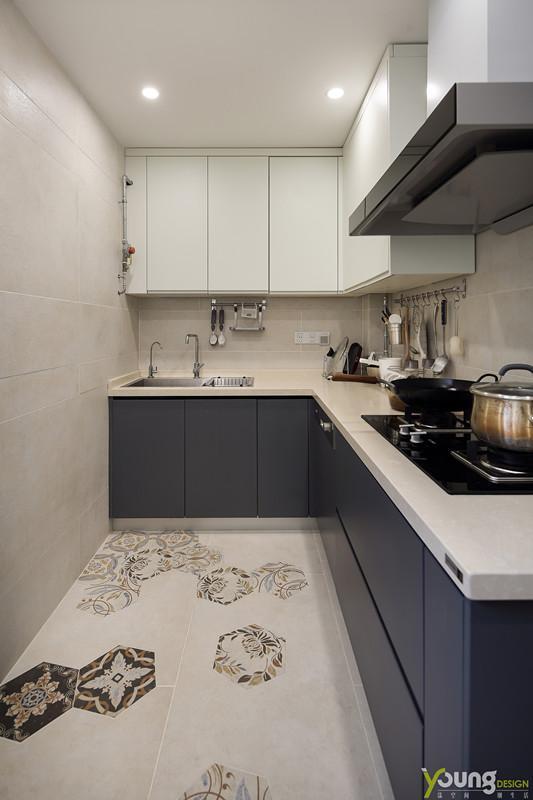 【深圳漾空间设计有限公司】漾设计Young Design——作为家庭中烹饪的重要场所,厨房是一个体现用心生活的地方。家中成员共用薪火,围桌吃饭,因此称之为一家人。