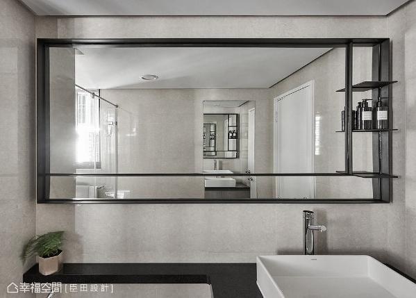 为让卫浴更有现代感,特地拆除原建商配置的镜子与洗手台面,改以黑色框镜与黑色石材呈现,适度带出利落表情。
