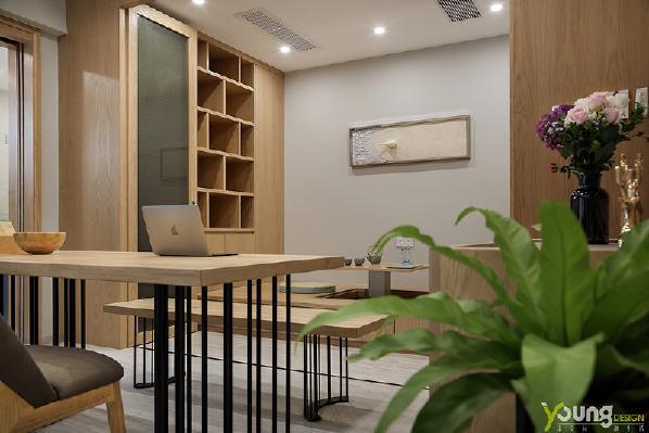 【深圳漾空间设计有限公司】漾设计Young Design——木色空间所带来的清空与安宁,让人不自觉的放松身心。在四溢的香茗氤氲之中,幻化出彼此的模样,一品一目之间,绽放着和谐的光芒。