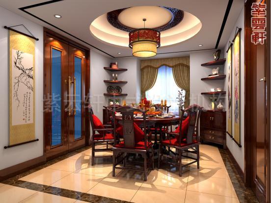 红木做的圆桌方椅,壁上几幅字画,窗棂前古典卷帘,寥寥几笔就是一副温情就餐图。