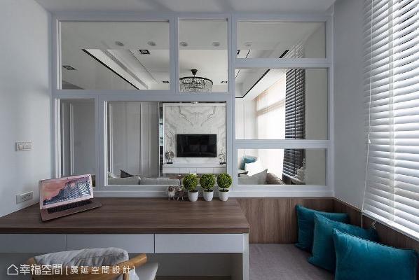 与客厅结合的开放式书房,藉由透明玻璃与不规则白框手法展现空间感,成为业主喜爱的休憩区。