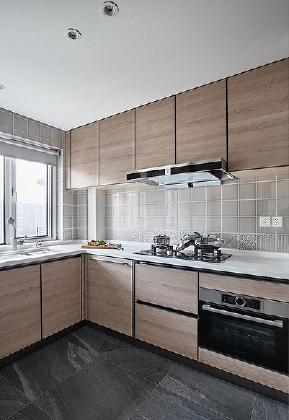 厨房图片来自家装大管家在118平简约灵动时尚3居 魅力十足的分享