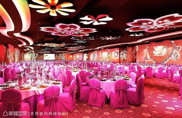 可席开百桌的大型宴客厅,以「幸福樱花」为主题,投影屏幕特别采用爱心形状,营造满满甜蜜浪漫氛围。 (此为3D合成示意图)