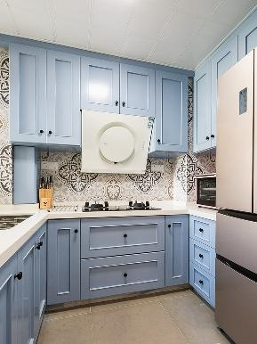 厨房图片来自家装大管家在舒服惬意 105平清新美式3居室的分享