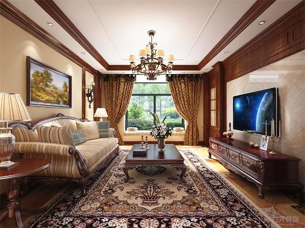 客餐厅的设计风格为美式古典风格,古典风格的家具不仅从外观上体现了大气的风格,电视背景墙采用理石瓷砖和原实木构成的造型餐厅的左侧有一个橱柜,不仅可以供主人家存放美酒,也能存放一些餐具以备招待客人时使用。