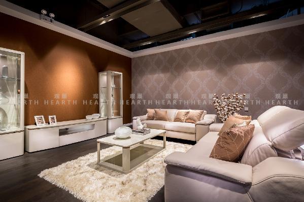 茶几:与组合柜色调一致,米色高光处理面板,白兰地色皮革修饰。