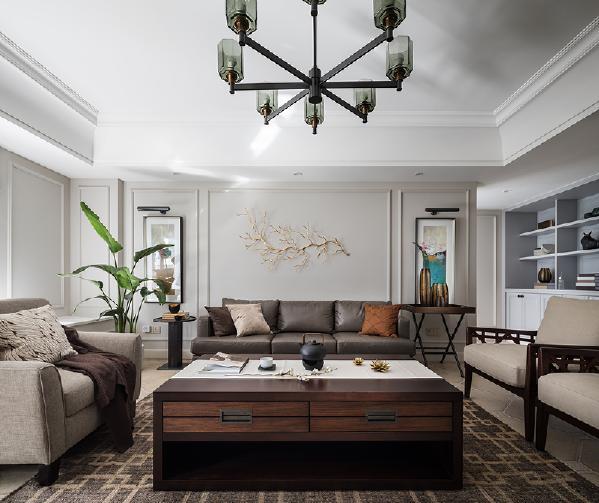 清羽设计师宋夏为瑞和家人打造的这一处生活居所,比透过图片所感知到的,还要淡雅和安静。错落序列、媒材转换,在直线条的交错间,不同的场域空间利落界定。