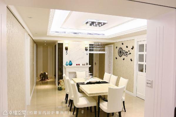做为公私领域的过度带,周边机能立面利用同色壁纸妆点,房间门面也特别镶嵌石材,营造和谐一致的视觉效果。