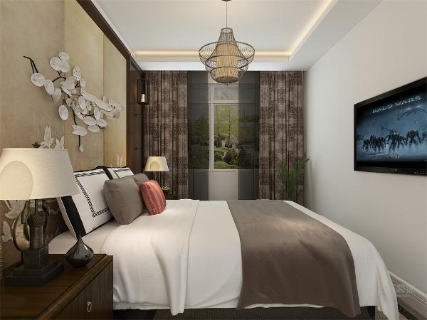 卧室通铺实木木地板,做了实木背景墙,中间做了米黄色软包,再此做了梅花的造型,做了U字型吊顶。